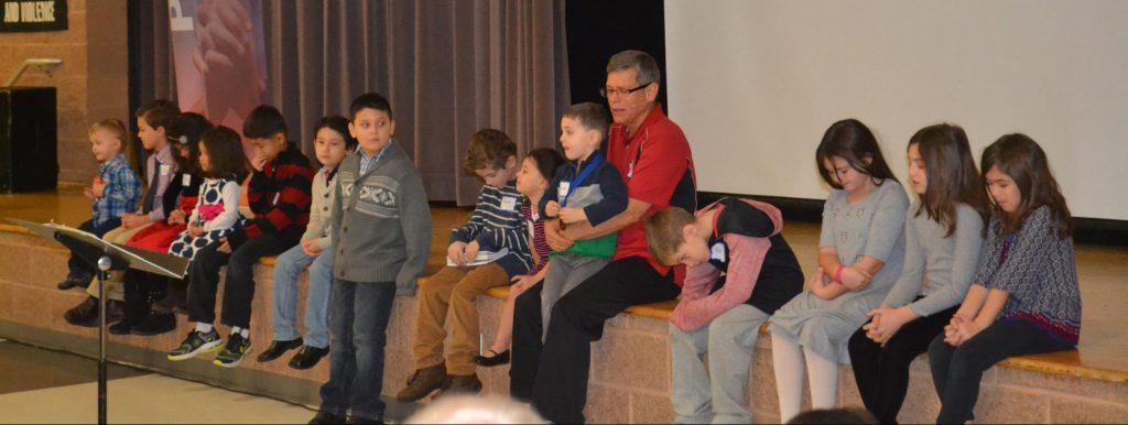 scott-praying-with-kids